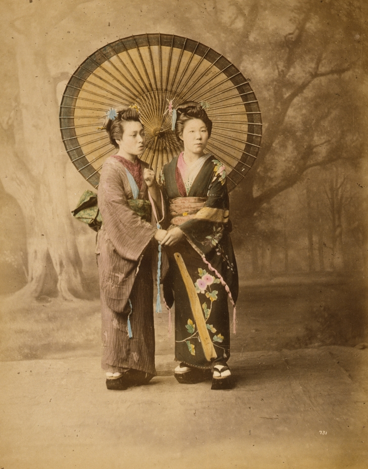 colorized photo of 2 Japanese women from 1877