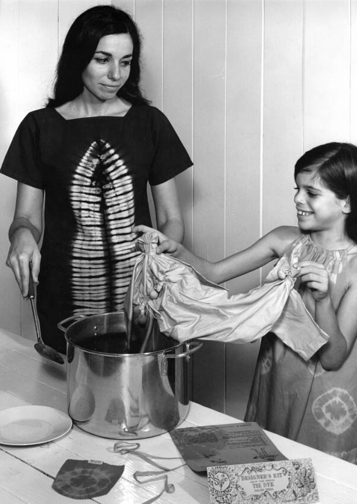 mother and daughter tie-dyeing a dress