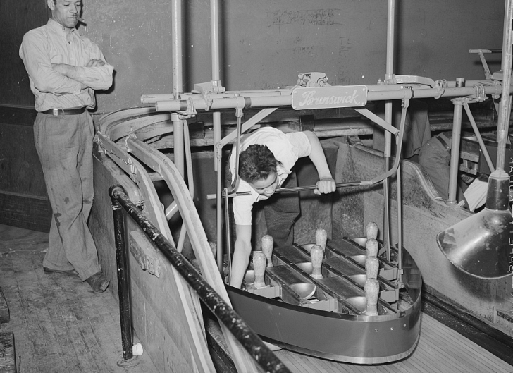 setting bowling pins manually 1941