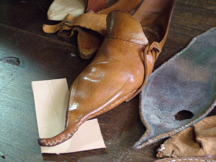 pointed medieval style leather shoe