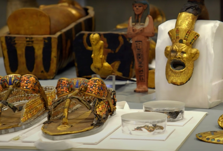 gold tomb objects of Ancient Egypt