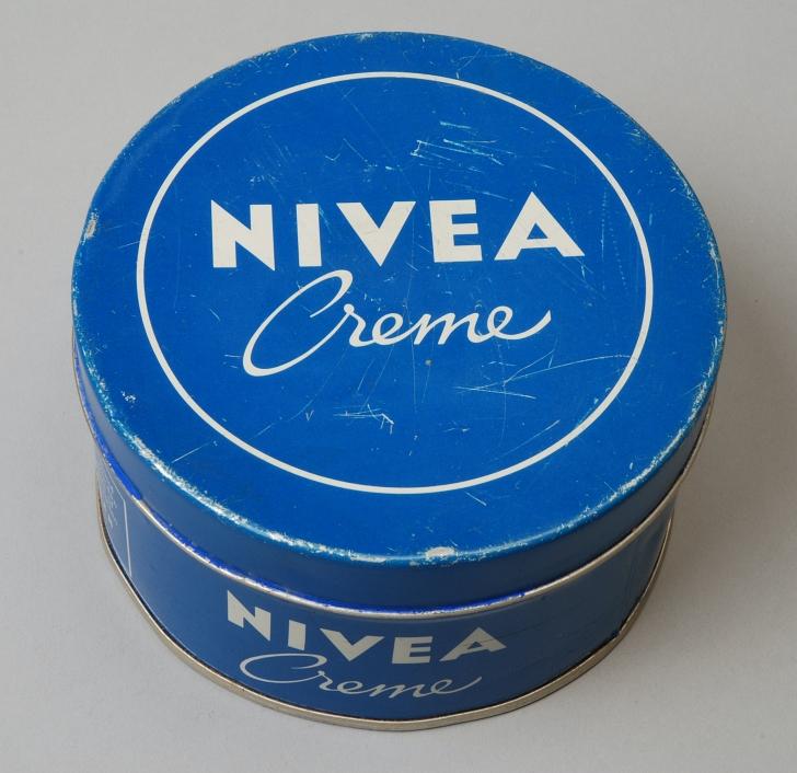 vintage tin of Nivea Creme