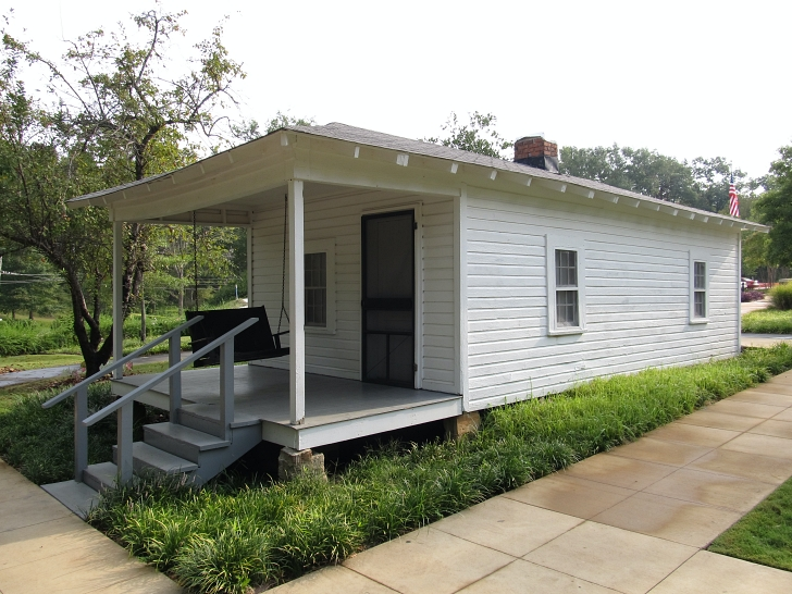 Elvis birthplace front exterior