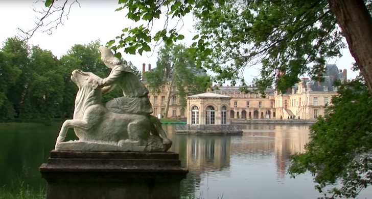 exterior of the Palace of Fontainebleau