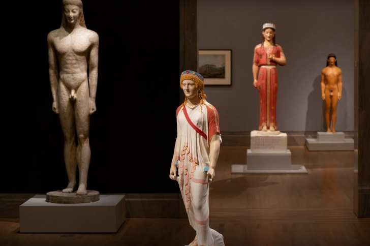 painted and unpainted Roman statues in a museum