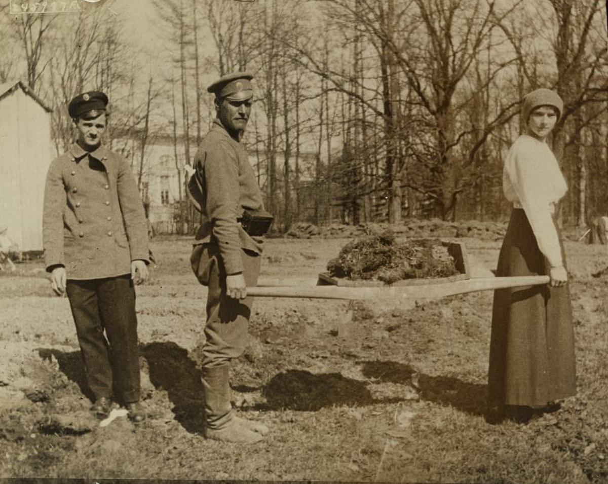 Grand Duchess Tatiana gardening at the palace under guard