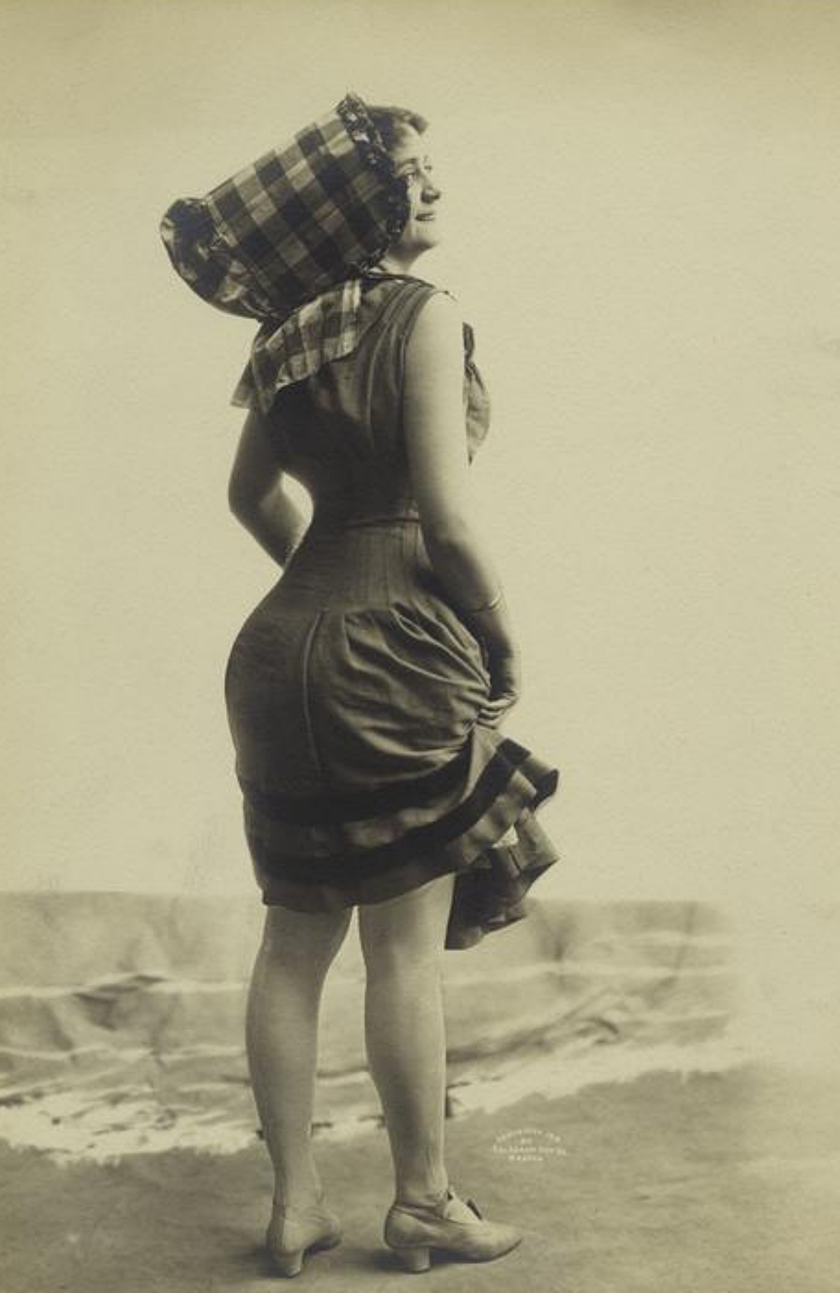summer outfit by the shore 1910
