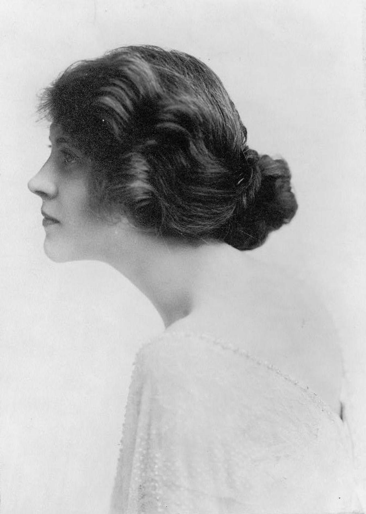 1910s ladies hairstyle