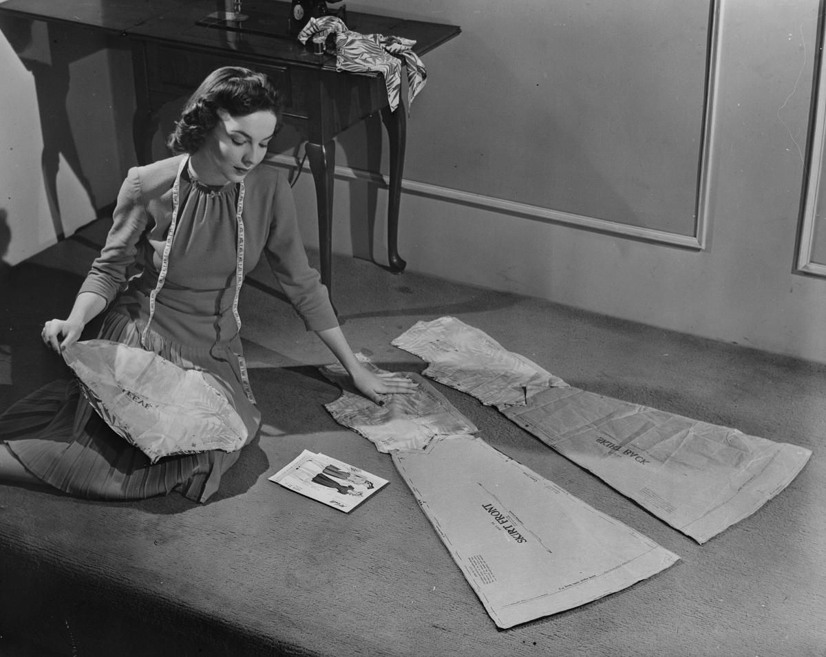 1943 dressmaking during wartime restrictions