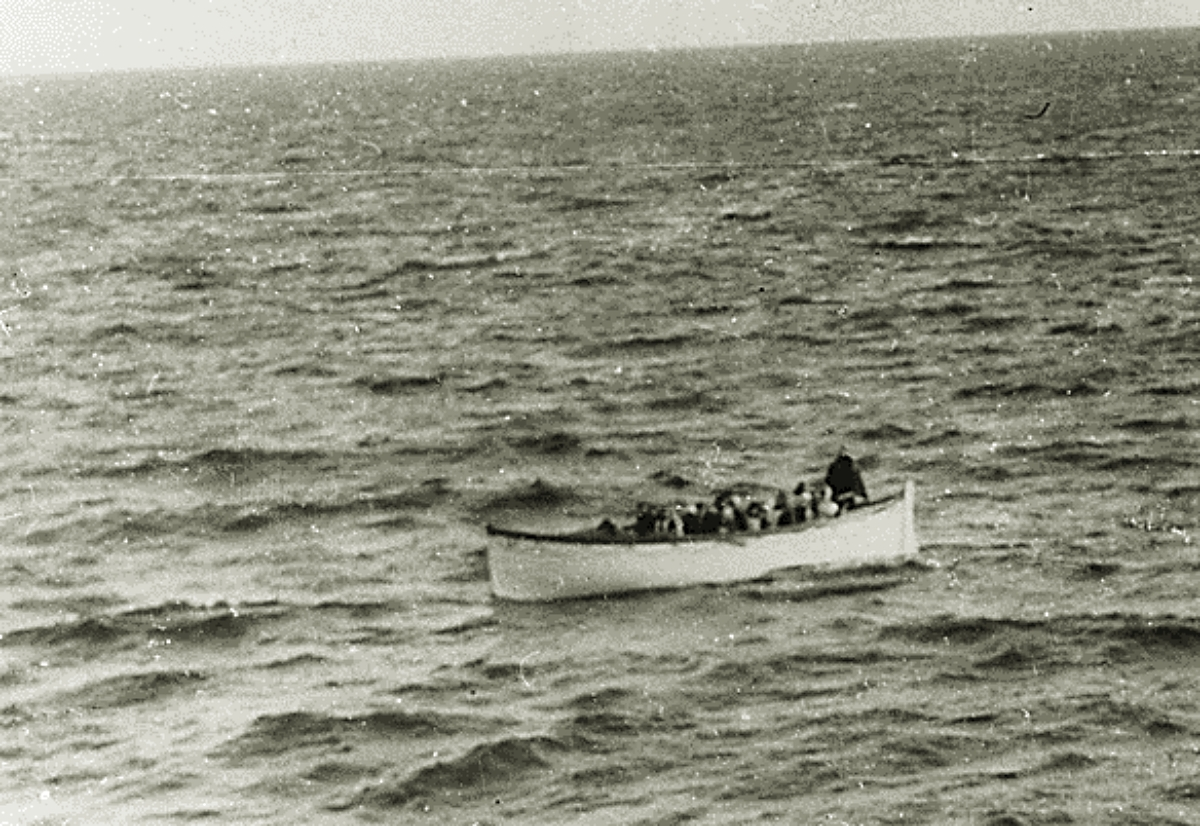 Titanic survivors in lifeboat 1912