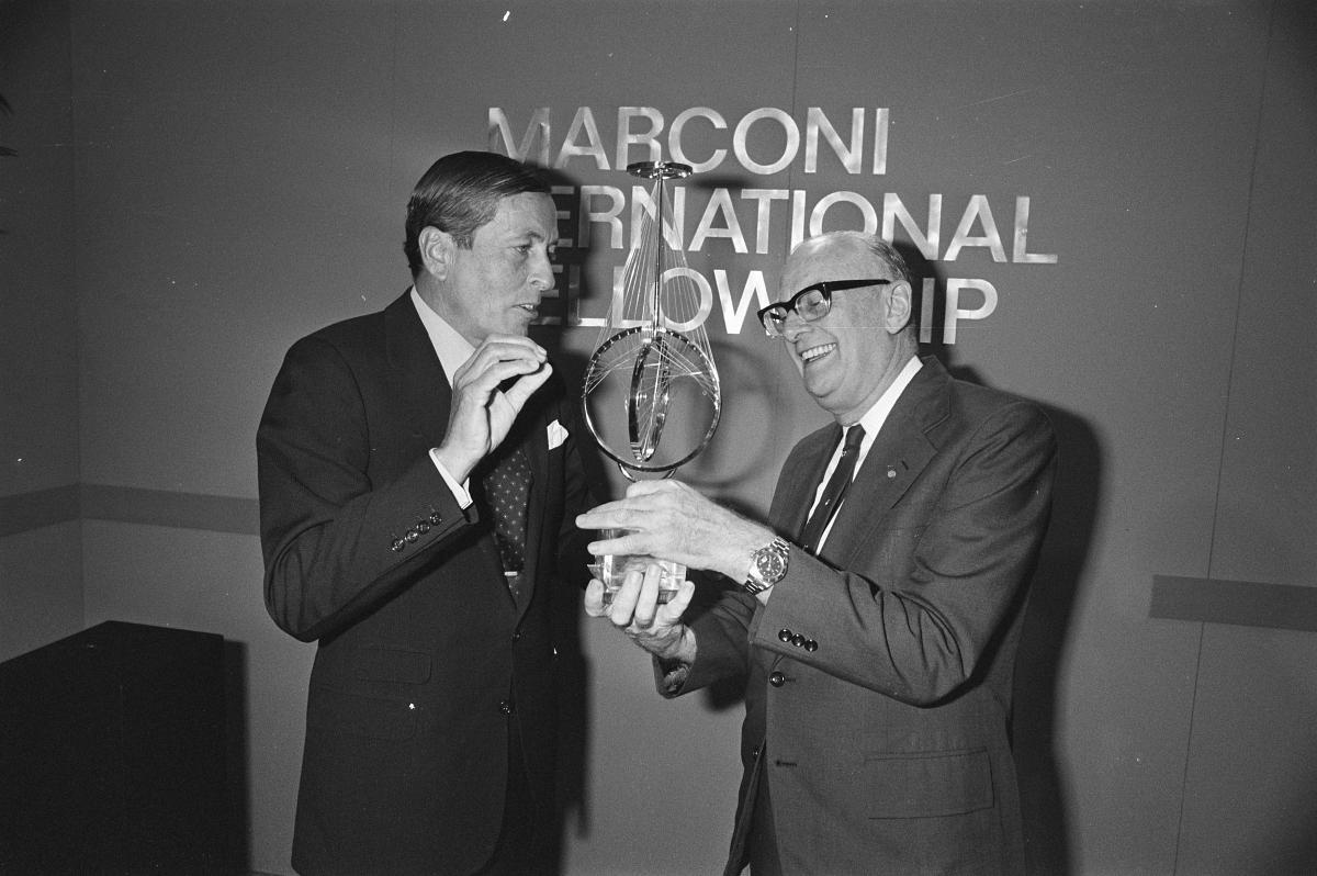 Arthur C Clarke receiving the Marconi International Fellowship Award
