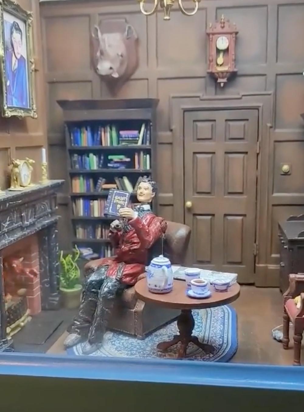 replica vintage mini haunted house
